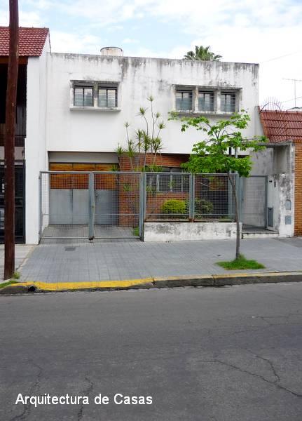 Fachada de una casa de barrio racionalista en Buenos Aires