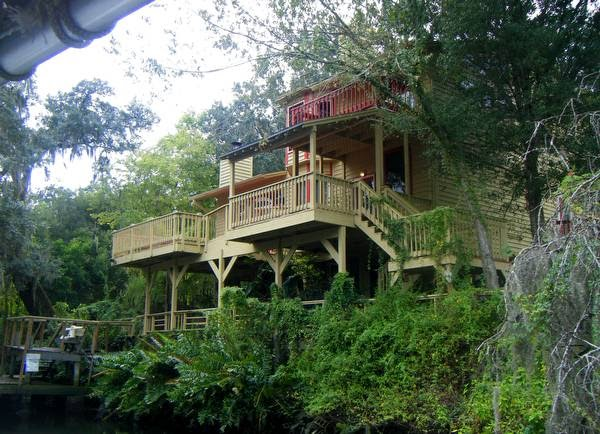 Arquitectura de casas casas al borde de un r o en florida for Planos de casas norteamericanas