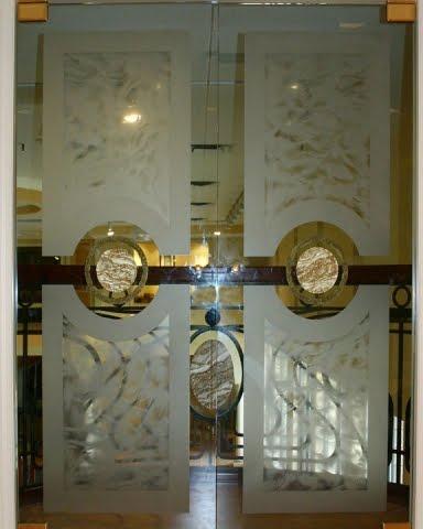 Arquitectura de casas puertas de vidrio labrado fino para for Decoracion cristales puertas interior