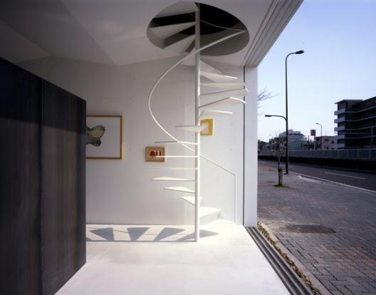 Arquitectura de casas escalera caracol minimalista jap n for Casa minimalista japon