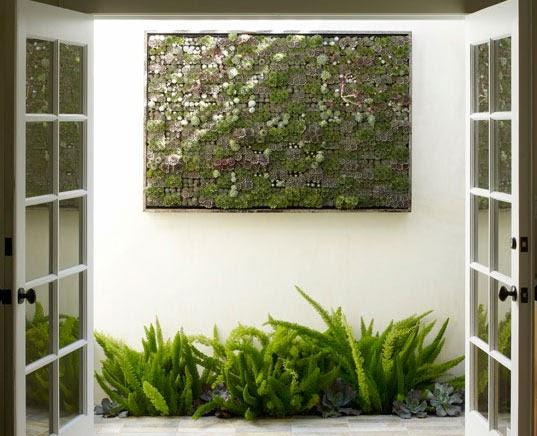 Arquitectura de casas patio interior con jard n vertical for Estanque vertical