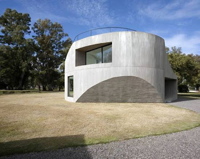 Casa de hormigón armado minimalista en Rosario