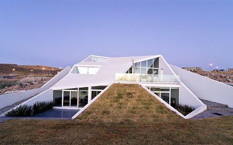 Vista exterior de una casa vanguardista de arquitectura mexicana