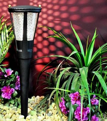 Arquitectura de casas nuevas luces para jard n for Luces jardin