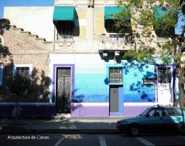 Fachada decorada con colores de modo artístico en la Ciudad de Buenos Aires