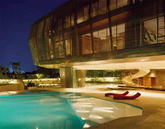 Piscina en casa futurista
