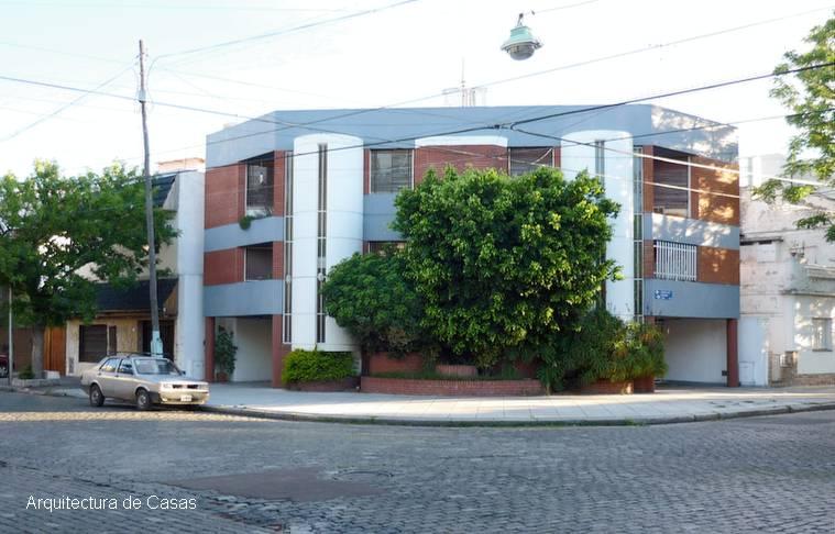 Arquitectura de casas casa en esquina estilo contempor neo for Casas contemporaneas en esquina