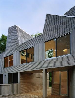 Casa de techos aventanados