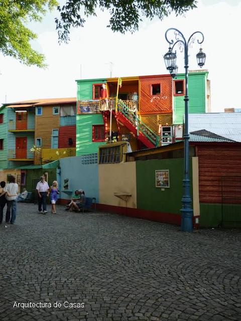 Caminito sector a colores del barrio de La Boca en Buenos Aires