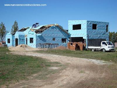 Casa en construcción con marcos de metal ligero