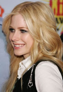 Avril Lavigne Smiling Picture