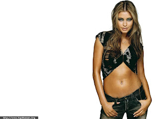 Sexy Holly Valance Wallpaper