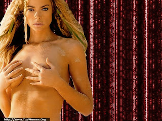 Denise Richards Topless Wallpaper