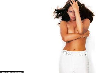 Kelly Brook Topless Wallpaper