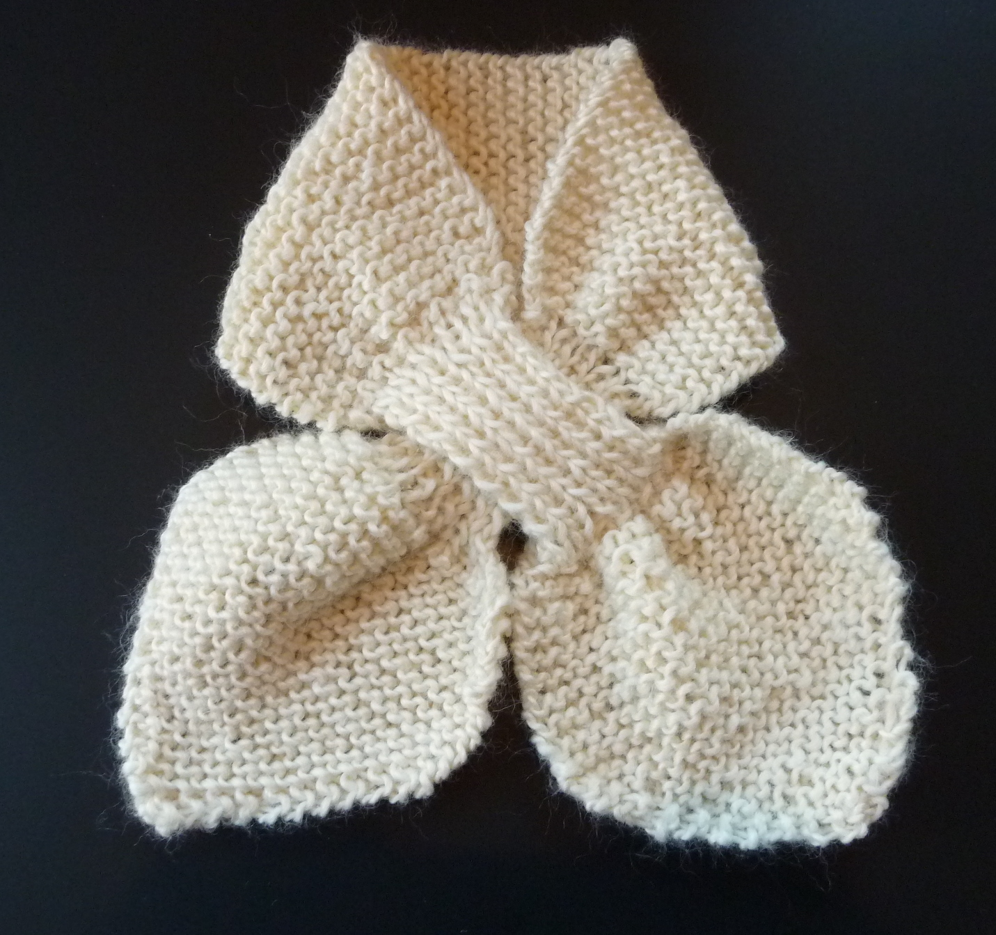 Knitted Bow Pattern : Sus dBella Studio: Tuck-in or Bow-Knot Scarf