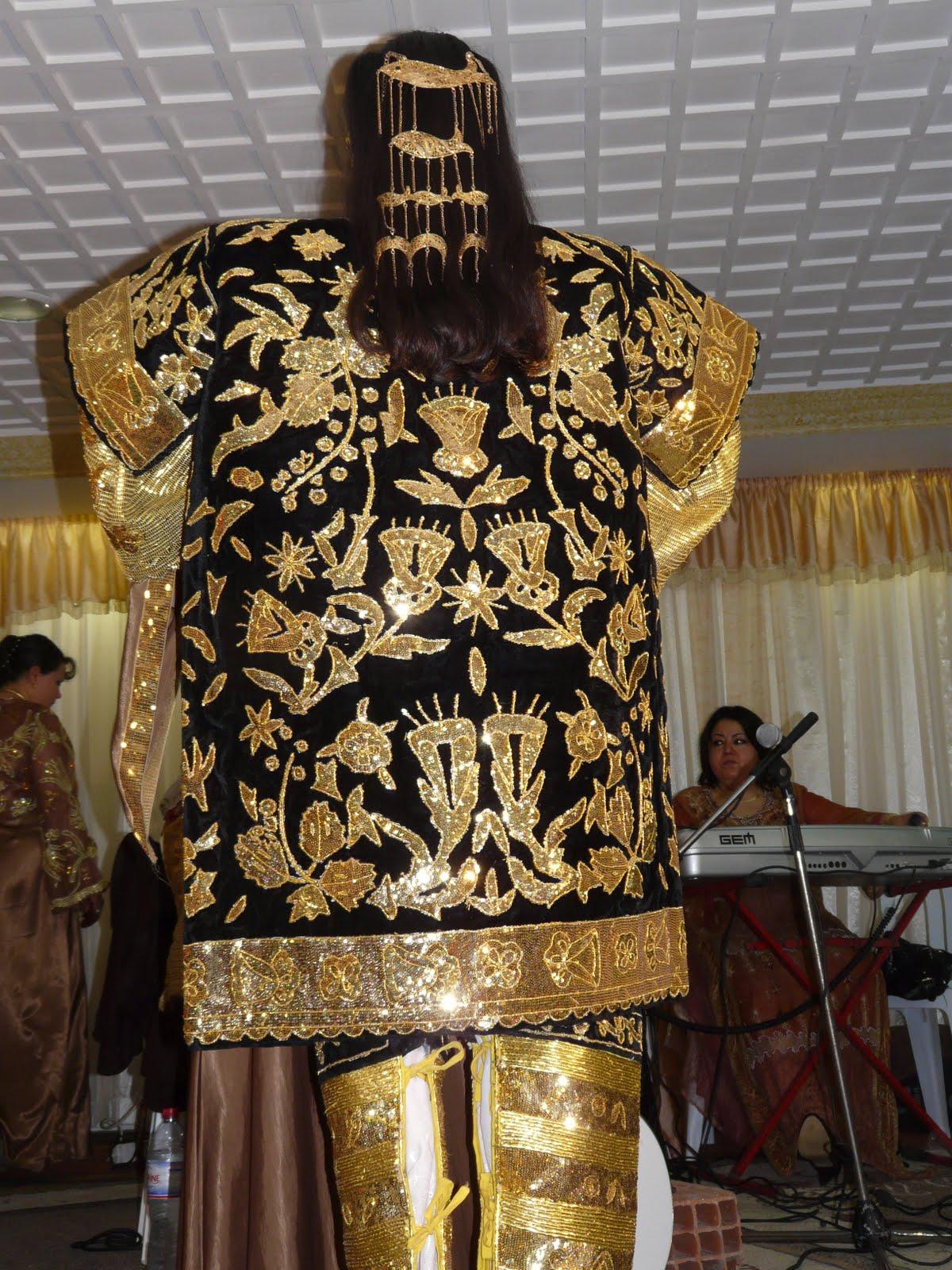 Mariage tunisien henna for Robes blanches simples pour le mariage de palais de justice