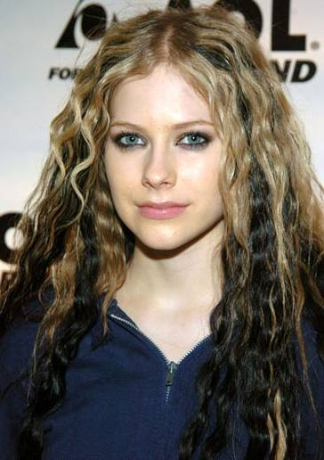 new emo hairstyle art: Avril Lavigne New Hairstyle