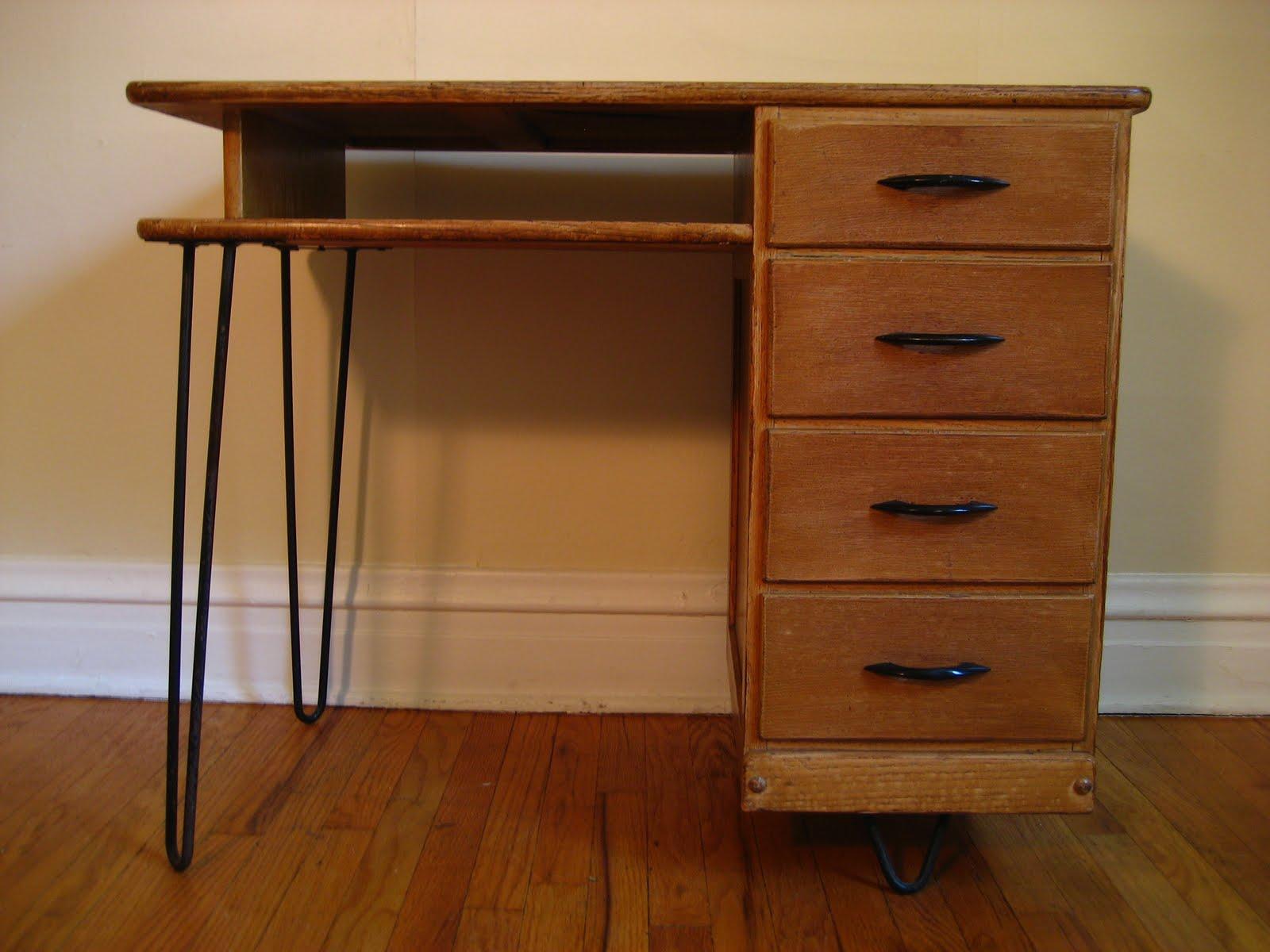 flatout design Desk on Hairpin Legs