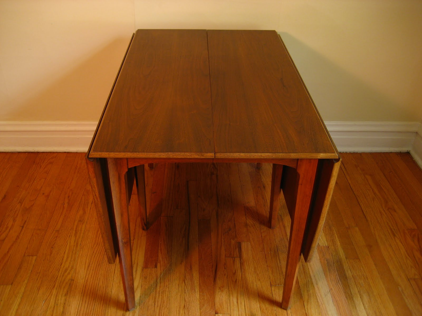 Mid Century Modern Dining Table. Double Drop Leaf