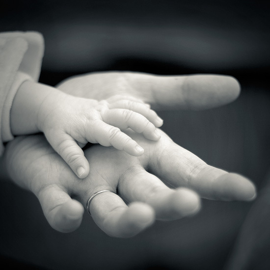 mom and child holding hands galleryhip     the hippest