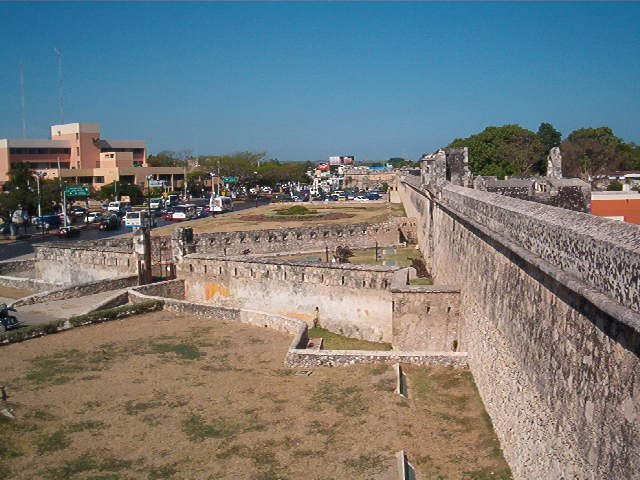puerta de tierra y murallas de campeche