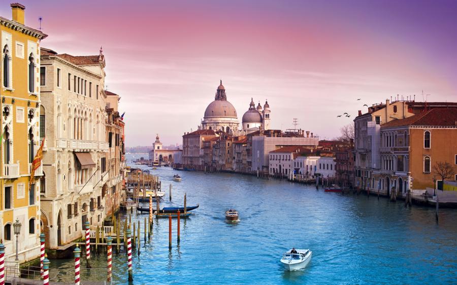 В венеции традиционно численность