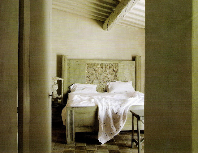 Restful color palette, bedroom Maisons Ct Sud, Juin-Juillet 2007 as seen on linenandlavender.net