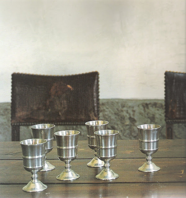 Leather dining chairs, pewter stemware, image via Italian Country Living by Caroline Clifton-Mogg, edited by lb for linenandlavender.net