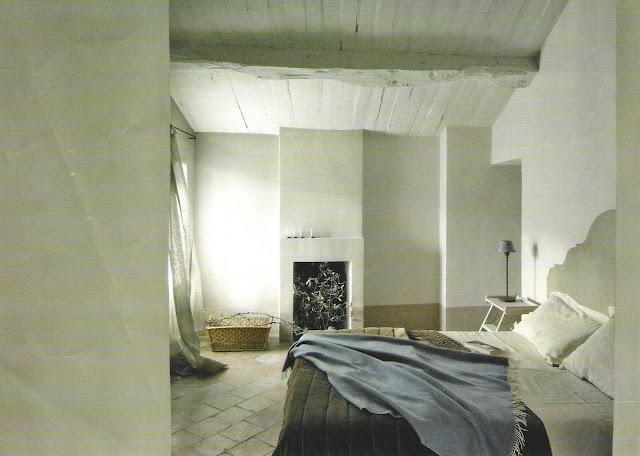 Serene bedroom design via Côté Maisons, edited by lb for linenandlavender.net