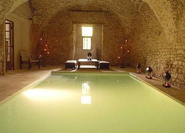 image via La Grande Bégude as seen on linenandlavender.net - http://www.linenandlavender.net/2009/11/design-daily-hotel-feature-la-grande.html
