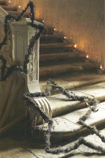 Stone stairway with holiday glow, Côté Sud Dec 2000-Jan 2001 as seen on linenandlavender.net