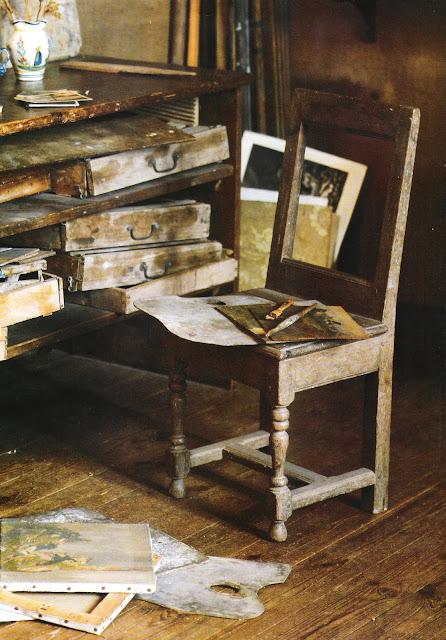 Creative space image via Côté Ouest Dec 05-Jan 06 as seen on linenandlavender.net