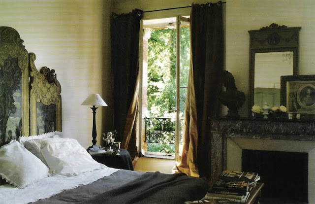 bedroom image via Maisons Ct Est Magazine as seen on linenandlavender.net, post:  http://www.linenandlavender.net/2010/06/design-daily_28.html