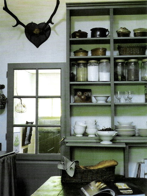 pantry storage, image via Côté Est Magazine as seen on linenandlavender.net, post:  http://www.linenandlavender.net/2010/06/design-daily_30.html