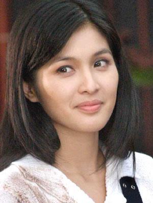 Tukang Nggame Sandra Dewi