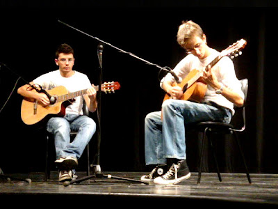 José Diogo Baptista e Edgar Ribeiro, tocando no dia 11 de Setembro de 2009, no Centro Cultural António Aleixo, em Vila Real de Santo António