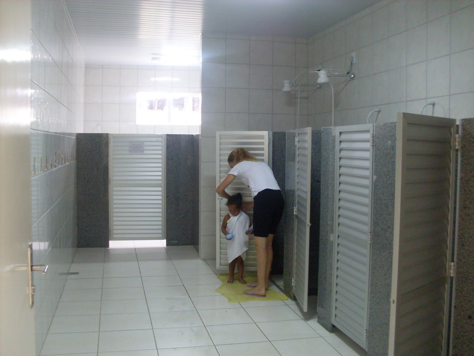 02 Banheiros: 01 Masculino e 01 Feminino #66614A 1600 1200
