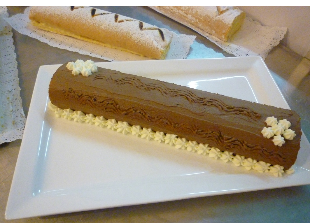 Brazo gitano cake ideas and designs for Decoracion de brazo gitano