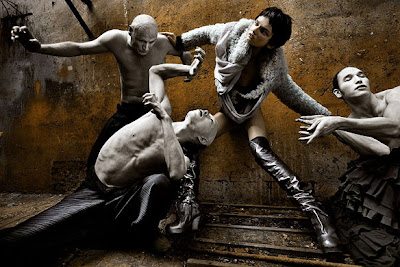 Goth Fashion Magazine on Fashion And Style Magazine  Fashion War  Gothic Fashion Of Vogue Italy