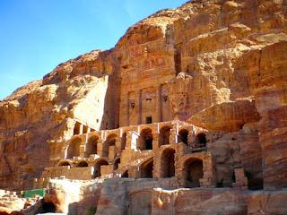 Tumba de Urna en Petra