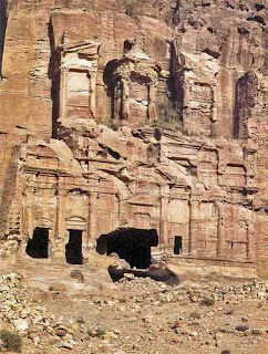 la tumba corintia en Petra