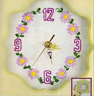 reloj con flores bordado en cinta