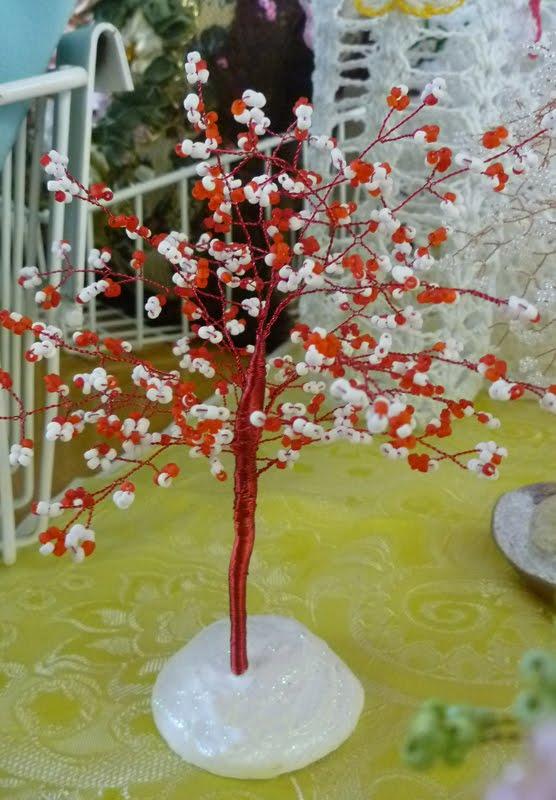 Цветущий персик из бисера дерево