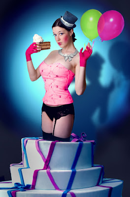 Parabéns Petrustejus Pop_Up_Cake_Girl_by_parampam