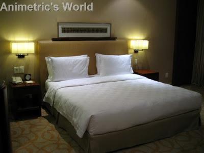 Hyatt Manila's king-sized bed