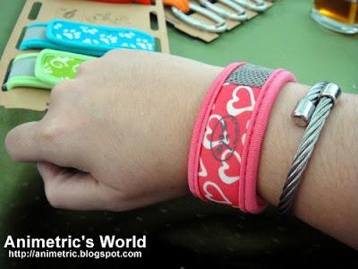 Wearing a Para Kito wristband