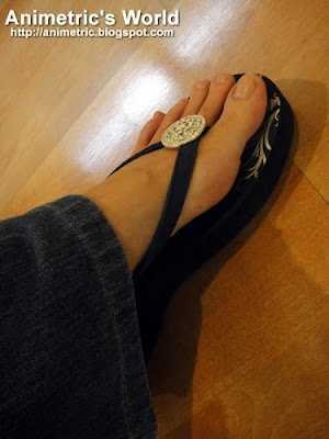 Girl Two Doors Down's Trophy Medallion flip flops in Navy from The Flat Shop