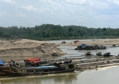 >junta's cronies receive profits from gold mines in Chindwin river