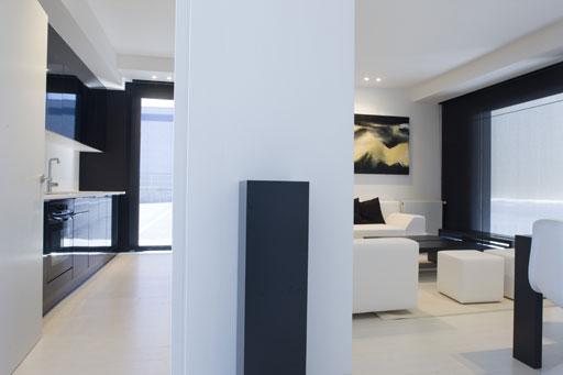 Elegante y moderna casa blanca modular por a cero solo for Cocinas joaquin torres