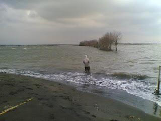 mancing pantai tirang